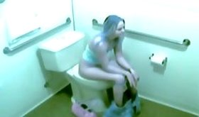 Slightly fat babe loves to pleasure herself on the toilet