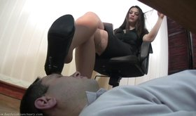 Drooling slave deepthroats his mistress' sexy heels on cam