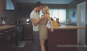 Blond-haired beauty Ash Hollywood gets her pussy licked in the kitchen