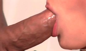 Huge blood pumping schlong is creaming wiling blonde's mouth