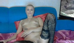 Short-haired skank is rubbing her clit on bed